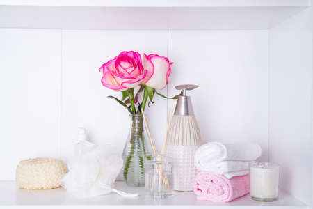 Spa settings with roses. Fresh roses and rose petals and various items used in spa treatments for romantic Valentines day Standard-Bild