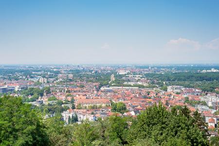 Herrlicher Blick auf Karlsruhe vom Turmberg, Deutschland Standard-Bild