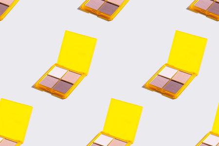 Eyeshadow yellow palette on grey background, eye shadows cosmetics product . Seamless pattern. Standard-Bild