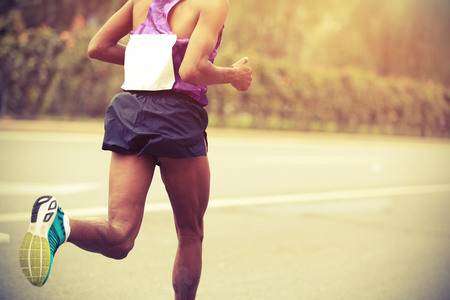 Marathon runner running on city road 免版税图像 - 49756439