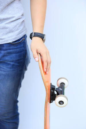 lean on hands: skateboarder lean on wall Stock Photo