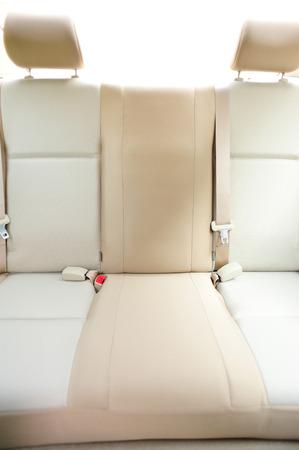 cinturón de seguridad: asiento trasero del coche Foto de archivo