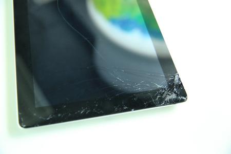 damaged: damaged digital tablet