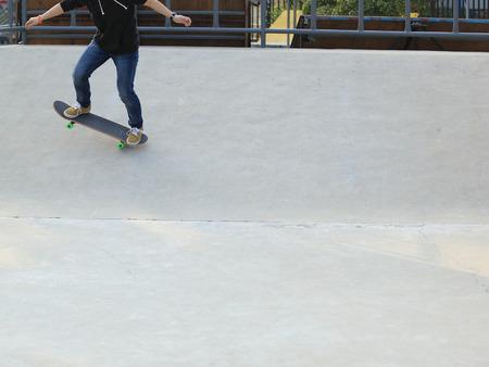 korean girl: skateboarding at skatepark