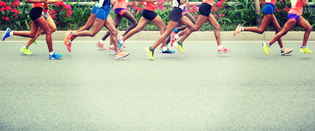 Marathon running race, people feet on city road Banque d'images