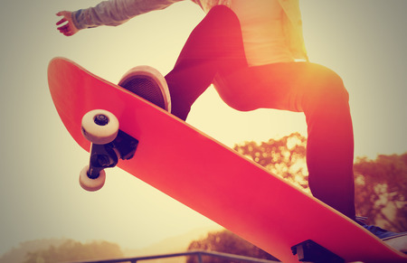 juventud: skate salida del sol mujer