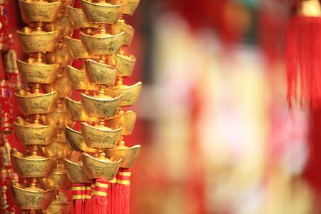 중국 새해 훈장. 금괴 주조 오는 오는 새해에서 풍부한 것을 위해 잘 바란다.