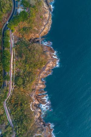 무인도에서 내려다 보는 해안선의 공중보기 스톡 콘텐츠