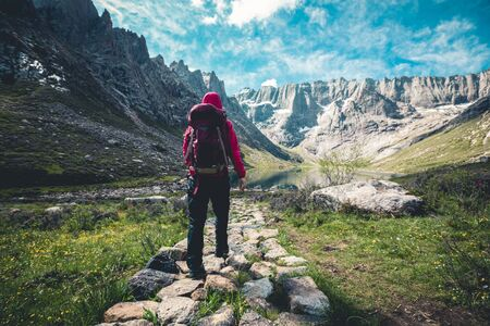 Woman hiker hiking on high altitude mountains Imagens