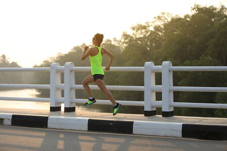 Woman runner sprinting outdoors - Sportive people training healthy lifestyle and sport concepts Imagens