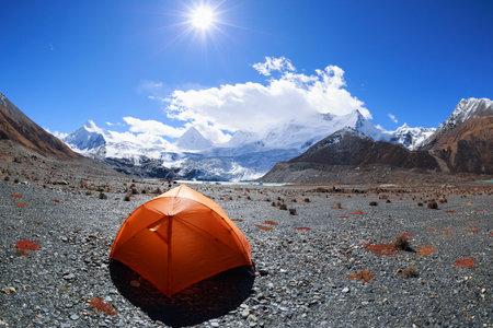 Camping facing beautiful glacier mountains in tibet,China Banco de Imagens