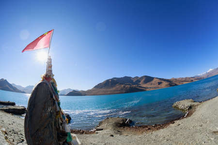 Yamdrok lake in tibet china(words on stone means the name of Yamdrok lake  and it's altimeter) Banco de Imagens
