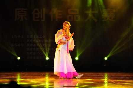gleeful: Dance performance