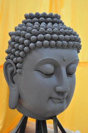 cabeza de buda: Sculpture of buddha head Foto de archivo