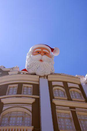 papa noel navidad: Pap� noel encima de la cubierta