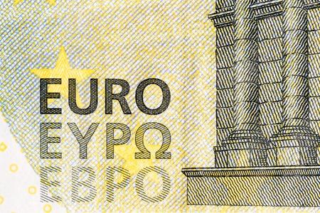 Bliska banknotu euro przedstawiający szczegółowy widok słowa EURO EYPO pl EBPO