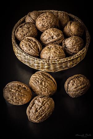 Walnut Still Life Imagens - 92295022