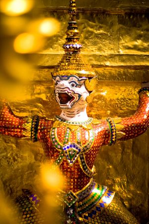 turism: Thai demon statue in Wat Phrakaew Temple and the Royal Grand Palace in Bangkok Stock Photo