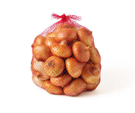 5 kg farm onions in a red pp mesh bag isolated on white background. Polypropylene net sack with 11 lb of organic onions. Buying fresh vegetables in bulk. Front view. 免版税图像