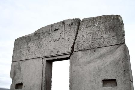 ボリビア・ティワナク遺跡の太陽門