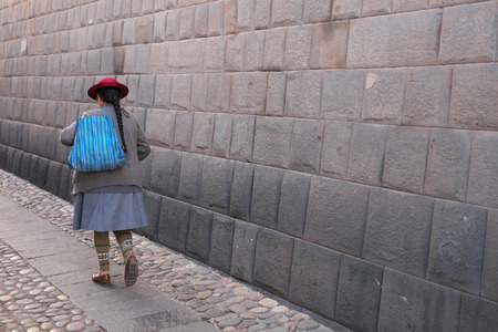 Peruvian woman in traditional costume in the center of Cusco 報道画像