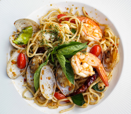 savour: A close up dish of delicious spaghetti with spicy prawns and clams Stock Photo