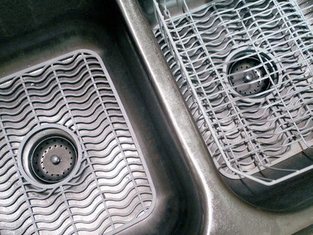 Double Bowl Kitchen Sink With White Mats And Dish Drainer Stock - Kitchen sink drainer