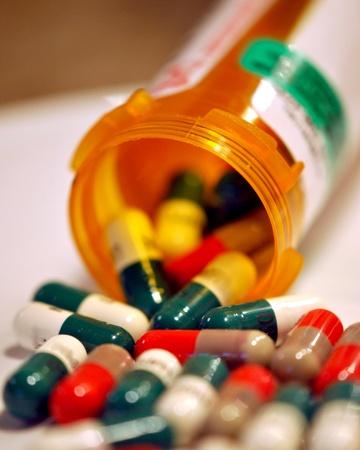 recetas medicas: Píldoras derrame de una botella de medicina de la prescripción. DOF.