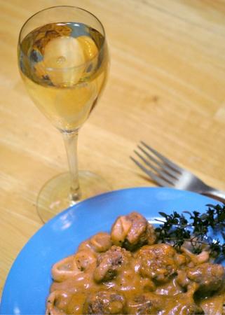 Swedish meatballs and a glass of white wine  版權商用圖片