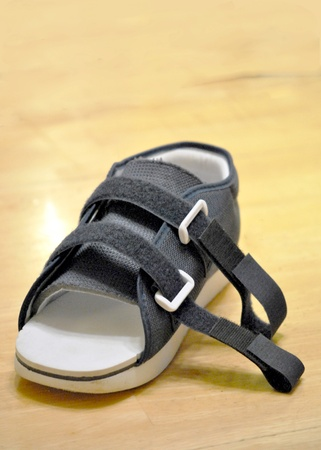 Orthopedic shoe for use after surgery or injury