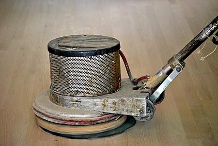 Ponceuse rotative prépare le sol pour une finition lisse Banque d'images - 14212958