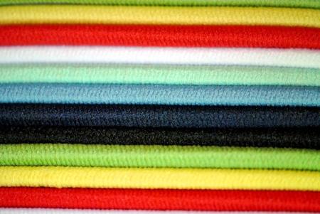 Extreme close-up van elastische banden voor het stylen van lang haar; maakt interessante abstracte gestreepte achtergrond Stockfoto