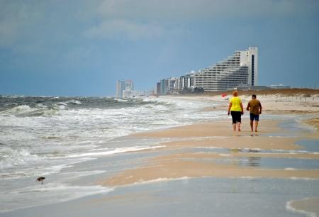 beachcombing: Tourists beachcombing on Perdido Key in northwestern Florida  Stock Photo