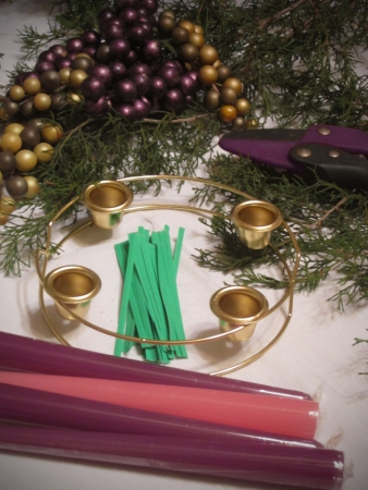 All the equipment and supplies set out ready to make the Advent wreath  Imagens