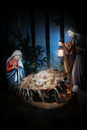 guarder�a: Natividad escena con Jos�, Mar�a y el Ni�o Jes�s en el pesebre Foto de archivo