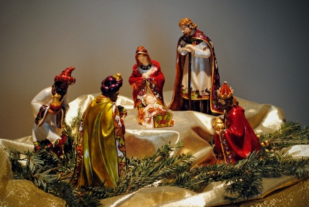 Enamelled figurines depict the Adoration of the Magi, with the Holy Family and the Three Wise Men