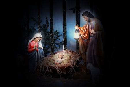pesebre: Natividad escena con Jos�, Mar�a y el Ni�o Jes�s en el pesebre Foto de archivo