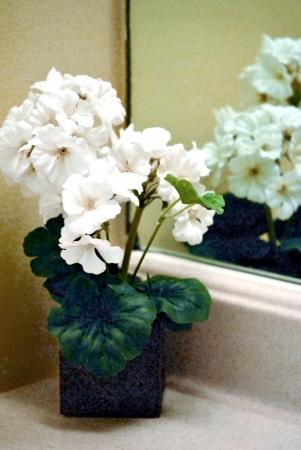 洗面台の隅に小さな花束