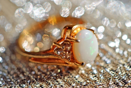 White opal ring with rainbow play of colors