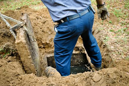 Ouverture de la fosse septique Banque d'images