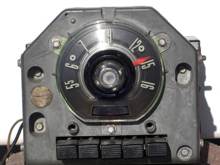 これはアンティーク 1954年フォード ストリートロッドから午前のみラジオです。