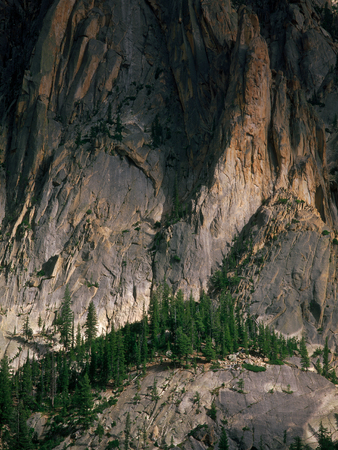 The west face of the Grand Mogul, Sawtooth Wilderness, Idaho Фото со стока - 108499444