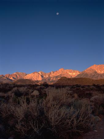 Sunrise on the eastern Sierra Nevada, Owens Valley, California Фото со стока