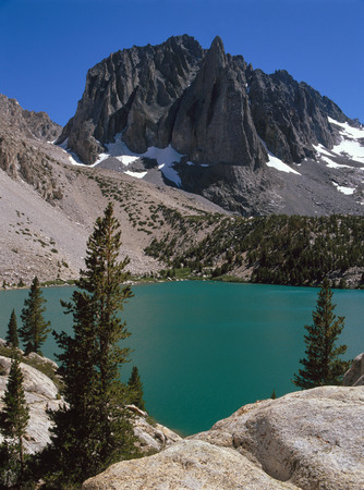 Temple Crag and Second Lake in the Palisades Range, Sierra Nevada, California Фото со стока