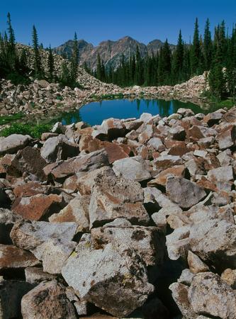 First Maybird Lake in Little Cottonwood Canyon, Wasatch Range, Utah Фото со стока