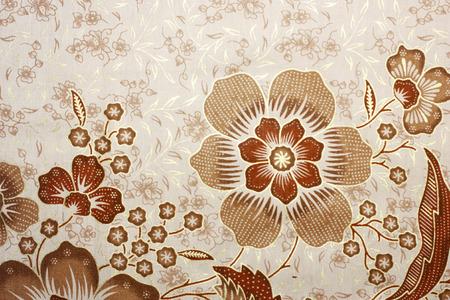 Tissu avec motif floral de batik