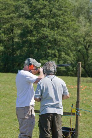 point and shoot: tiro al plato