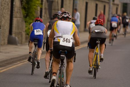 peddle: male cyclist racing