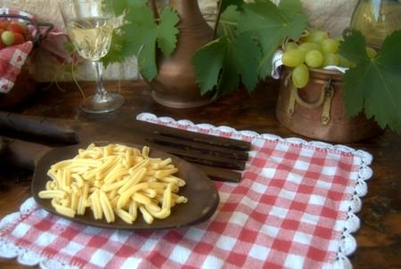 foglie: pasta e vino Stock Photo