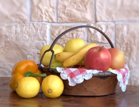 banana and apple Stock Photo - 12555340